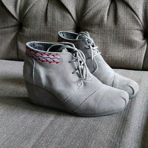 Toms gray suede booties 7.5